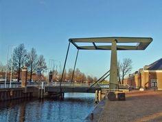 De spoorbrug, gebouwd in 1862, was gebouwd als verbinding tussen de spoorsraat en de weststraat.