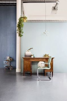 Shades of blue | Rustic, but modern desk + office area