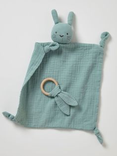 Doudou lange + hochet rond vert – Livré dans un pochon en lange, ce joli doudou… Doudou lange + green round rattle – Comes in a lange pouch, this pretty blanket with a round rattle makes a great birth gift! In his company baby will feel flushed Sewing Machine Projects, Sewing Projects For Kids, Easy Baby Sewing Patterns, Baby Toys, Dou Dou, Christmas Sewing Projects, Sewing Kids Clothes, Babies Clothes, Babies Stuff