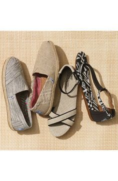 Comfy Slip-on Toms http://rstyle.me/n/fe4fur9te