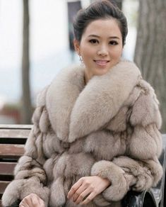 Fox Fur Jacket, Fox Fur Coat, Fur Fashion, Winter Fashion, Vintage Fur, Vintage Ideas, Madame, Fur Collars, Vintage Costumes