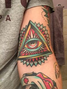 All seeing eye tattoo years healed) by Hoode at Black Vulture Gallery FishtownPhiladelphia 3rd Eye Tattoo, Third Eye Tattoos, All Seeing Eye Tattoo, Sunset Tattoos, Dope Tattoos, Awesome Tattoos, Ehe Tattoo, Pyramid Tattoo, Triangle Eye