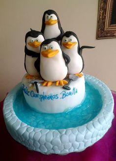 Pingüinos de Madagascar Madagascar Cake, Fondant Animals, Party Themes For Boys, Name Day, Cake Cover, Brownie Cake, Christmas Desserts, Biscotti, Gingerbread