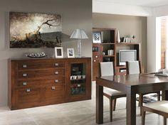 Aparador con 3 cajones + 2 puertas + 1 puerta cristal, realizado en madera de nogal americano. Para salón comedor. Medidas: 183x40x101 cm.