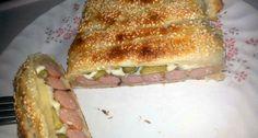 Hotdog leveles tésztában recept: Ez nem egy tipikus megszokott hotdog. De ugyan olyan ízletes, mint az eredeti hotdognak. Csak ajánlani tudom mindenkinek. Természetesen tehetünk hozzá plusz dolgokat, vagy fűszereket. Quiche Muffins, Scones, Hot Dogs, Hamburger, Sandwiches, Salad, Cheese, Cookies, Vegetables
