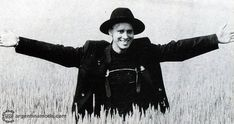 332 отметок «Нравится», 1 комментариев —  Depeche Mode Appreciation  (@behind_the_wheel_7) в Instagram: «Good morning. ☕ Happy Martin Monday.  Behind the scenes of Never Let Me Down Again. Photographed…»