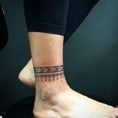"""""""Tornozeleira! Estilo de trabalho que gosto de fazer#tattoo #tatuagens#trabalhodesenvolvidonahora#art#ink#alessandropikeno"""""""