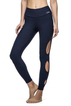 In three beautiful colors and an unique style Show Spot Leggings is perfect ot show off your legs in a cool way! :)