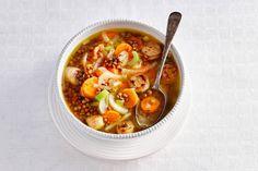Linzensoep met bleekselderij, wortel, ui en worst