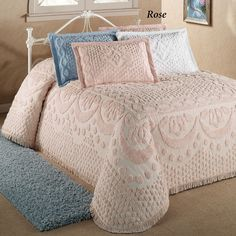 The soft, inviting Kingston Solid Color Chenille Bedspread brings classic style and comfort to your bedroom. Pure cotton bedspread is tufted chenille. Shabby Chic Bedrooms, Shabby Chic Homes, Shabby Chic Decor, Guest Bedrooms, Guest Room, Beige Bed Linen, Chenille Bedspread, Traditional Furniture, Headboards For Beds