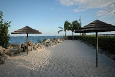 townhouse; pool; beach; good price