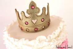 Bubble and Sweet: How to eat a Tiara - Pink Ruffle Princess Cake with Edible Gold Tiara Fondant Crown, Crown Cake, Strawberry Layer Cakes, Strawberry Cake Recipes, Tiara Cake, Princess Cookies, Princess Tiara, Gold Luster Dust, Crown For Kids