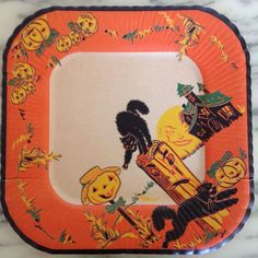 Vintage Halloween Paper Plate With Nicely Detailed Black Cat Artwork Graphics!