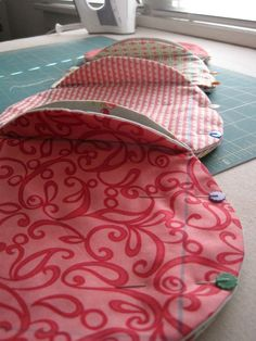 Great tutorial . Quilt as you go, sort of looks like cathedral windows
