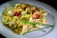 Peľmene s mäsovou plnkou - recept Macaroni And Cheese, Ethnic Recipes, Food, Basket, Mac And Cheese, Essen, Meals, Yemek, Eten