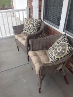 Chalk painted wicker chairs. Annie Sloan Chalk Paint Coco. Second project.