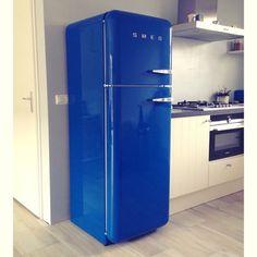 Binnenkijken bij blauwesokken - Blauwe Smeg koelkast