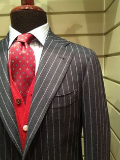 Is Orazio Luciano pinstriped suit, take a look and focusing on it. Gq Mens Style, Man Style, Mens Fashion Suits, Mens Suits, Pinstripe Suit, Costume, Well Dressed Men, Suit And Tie, Fashion Looks