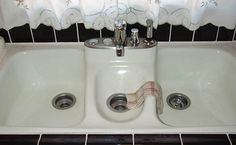 Kitchen:Vintage Apron Country Kitchen Sink Craigslist With Backsplash Kohler Irwell Retro Sinks Base 1940 Style Ideas Cast Iron Drain. Country Kitchen Sink, Vintage Kitchen Sink, Kitchen Redo, Kitchen Design, Kitchen Ideas, Aprons Vintage, Retro Vintage, Vintage Appliances, Kitchen Accessories