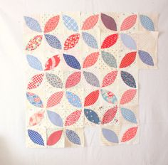 "Really like this ""orange peel"" quilt design. Diary of a Quilter - a quilt blog: New digs and other randomness"