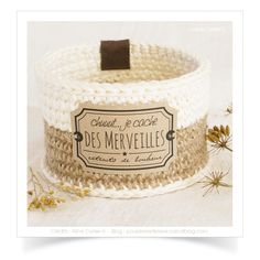 """Mini-panier ou cache-pot """"Lin Ficelle"""" réalisé au crochet avec du fil coton Natura XL et ficelle de lin. Dimensions ext. ± Ø. 10,5 x h.7 cm ! Trop tard, adopté !"""