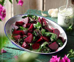 Παντζαροσαλάτα με γιαούρτι και καρύδια | Συνταγή | Argiro.gr Fruit Salad, Salads, Recipies, Strawberry, Veggies, Food, Recipes, Fruit Salads, Vegetable Recipes
