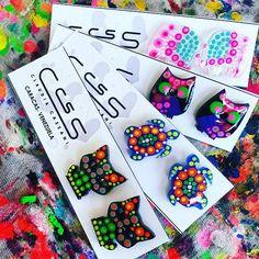 #Zarcillos pegados medianos pintados a mano con colores fluorescentes #ClaudiaCassani  Pedidos vía web & whatsapp [ver perfil]