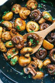 Honig-Balsamico-Knoblauch-Pilze sind die perfekte Beilage Honey balsamic garlic mushrooms are the perfect side dish, recipes for two Balsamic Mushrooms, Garlic Mushrooms, Stuffed Mushrooms, Balsamic Onions, Balsamic Glaze, Cook Mushrooms, Recipes For Mushrooms, Sauteed Mushrooms For Steak, Honey Balsamic Chicken
