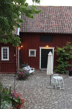Backyard into Gränna (small town), Sweden | photo: Piazzan / Pernilla N.