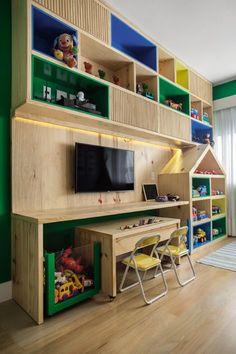 Cinco projetos de brinquedotecas em espaços pequenos e médios mostram soluções práticas, criativas, cheias de cor e personalidade. Confira ideias para expor e organizar brinquedos