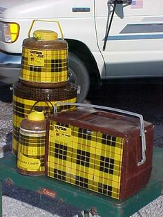 Yellow Scotch plaid picnic jugs and cooler, I've only seen these in red before. It's my family's tartan! Vintage Cooler, Vintage Tins, Vintage Antiques, Vintage Kitchen, Vintage Cabin, Vintage Stuff, Vintage Decor, Camping Glamping, Camping Gear