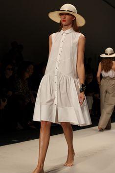 Maison Rabih Kayrouz collection prêt à porter printemps été 2013 - Luxsure Little White Dresses, Lovely Dresses, Simple Dresses, Casual Dresses, Short Dresses, Summer Dresses, Fashion 2020, Love Fashion, Womens Fashion