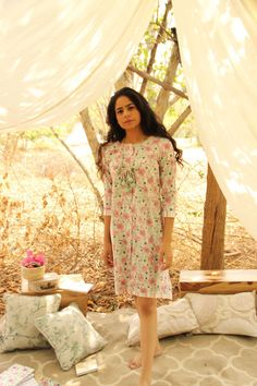 Mini Pack - Floral Buttondown Dress - Your vacay wardrobe or a casual day out with friends need this floral front buttoned short dress. Black Anarkali, Poppy Dress, Dress Outfits, Midi Dresses, Short Dresses, Summer Dresses, Button Front Dress, Everyday Outfits, Designer Dresses