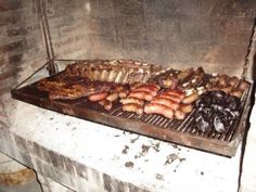 These are simple instructions to make an Argentine asado (BBQ). What to buy. How to start the fire. How to cook the meet. How to serve it. Argentine Recipes, Argentine Grill, Asado Grill, Bbq Grill, Wood Grill, Outdoor Oven, Outdoor Cooking, Outdoor Kitchens, Argentina Food