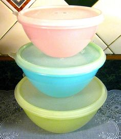 vintage Tupperware with the frosted plastic tops.god knows how many leftovers ended up in those containers. Tupperware Bowls, Vintage Tupperware, Vintage Kitchenware, Vintage Dishes, Nostalgia, Retro Vintage, Vintage Candy, Vintage Tools, Vintage Avon