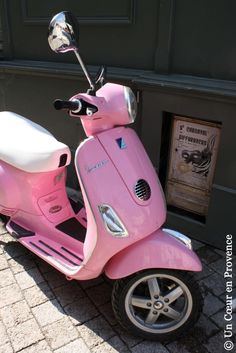 Vespa.. I so want one of these