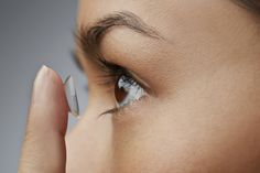 Here is a simple guide on how to wear, remove, clean and store contact lenses / circle lenses for beginners. Almost forgot to mention that your hands need to be completely clean at all times! Daily Contact Lenses, White Contact Lenses, Cat Eye Contacts, Halloween Contacts, Eyesight Problems, Lenses Eye, Eye Infections, Vision Eye, Healthy Eyes