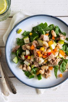 Tuna, Spinach, and White Bean Salad #quickandeasy #recipes #lightlunch #mealideas #cookmore #tunasalad