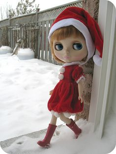 Santa Blythe by Dolly Mommy, via Flickr