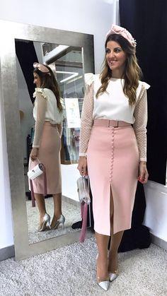 Un look de lo más dulce; Falda Romina y blusa Blanca acompañado de turbante 💘 #lainvitadaperfecta#falda#blusa#turbante#louvermarbella#moda#pink