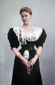 Grand Duchess Elizabeth Feodorovna of Russia, ca. Edwardian Gowns, Hesse, Grand Duchess Olga, 1890s Fashion, Alexandra Feodorovna, Handsome Prince, Imperial Russia, Russian Fashion, Fashion Beauty