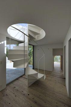weiße Innentreppe mit luxus Design