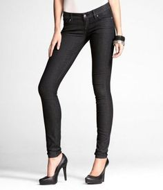 black skinny jeans... need some of these!