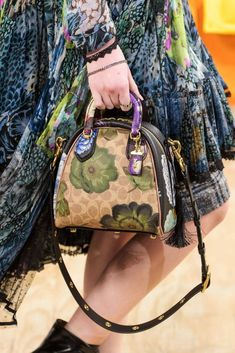 See all the Details photos from Coach 1941 Autumn/Winter 2019 Ready-To-Wear now on British Vogue Best Handbags, Chanel Handbags, Coach Handbags, Tote Handbags, Purses And Handbags, Coach Bags, Soft Leather Handbags, Leather Purses, Vogue Russia