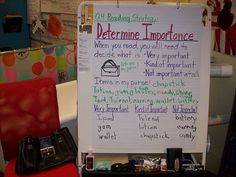 Determining Importance - Great idea to use the contents of your purse to determine what details are truly important when reading. It comes from a book titled: Comprehension Connections: Bridges To Strategic Reading by Tanny McGregor Comprehension Strategies, Reading Strategies, Reading Skills, Reading Comprehension, Ela Anchor Charts, Reading Anchor Charts, Help Teaching, Teaching Reading, Teaching Ideas