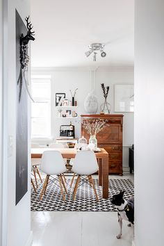 Geometric print rug. Dining room