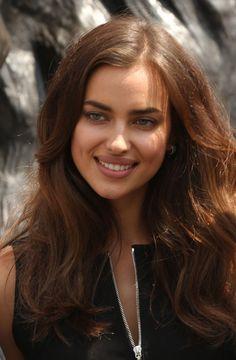 Irina Shayk lució muy sexy durante el debut de la película Hércules en Londres