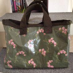 Manchmal reicht eine Handtasche nun mal nicht. Dann braucht Frau noch eine kleine Tasche, in der man noch kleine Dinge des Lebens mitnehmen kann. Somit war die Idee geboren, einen kleinen Shopper zu entwerfen. Nicht… weiterlesen