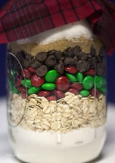 This Homemade DIY Christmas Jar Gifts My Little Me is a better for our dessert made with wholesome ingredients! Christmas Jar Gifts, Christmas Goodies, Christmas Treats, Christmas Time, Easy Gifts, Homemade Gifts, Cheap Gifts, Holiday Crafts, Holiday Fun