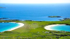 Just off the Clifden to Roundstone road (a few kilometres before Roundstone), Dog's Bay and Gurteen are two dramatically beautiful beaches which lie back to back. Galway, Ireland